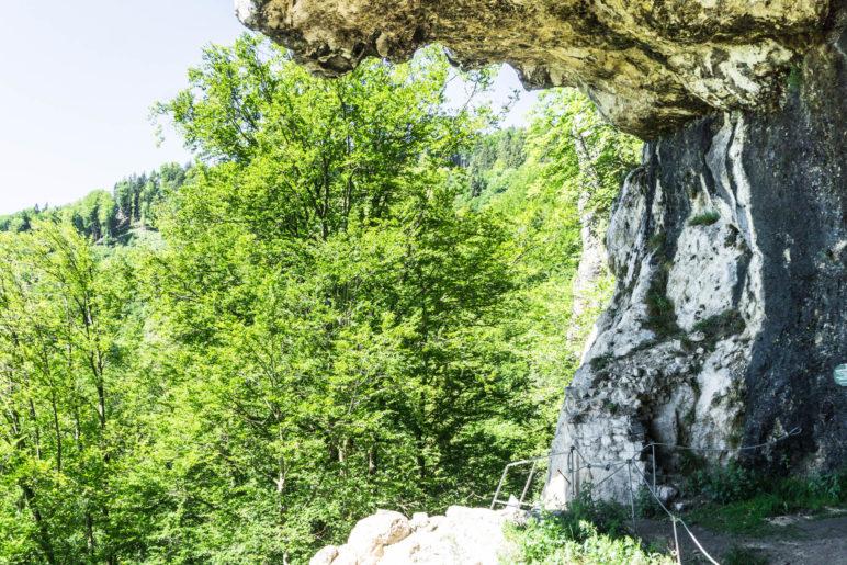 Neben der Leiter sind ein paar Mauerreste zu sehen