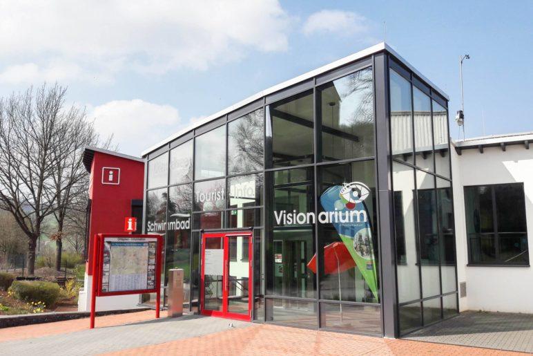 Unsere Seminarräume waren im Gebäude der Tourist-Information Heringhausen, direkt am See. Im selben Haus ist auch das Schwimmbad