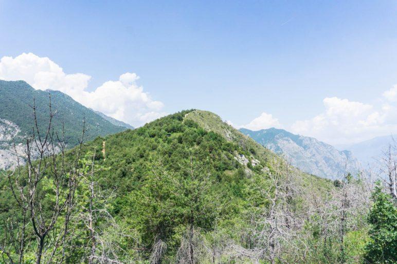 Nur noch einen kurzen Ab- und Aufstieg entfernt: Der Gipfel des Monte Bestone