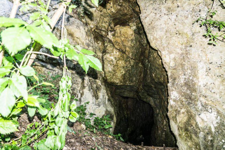 Die Ponorhöhle im Burgberg