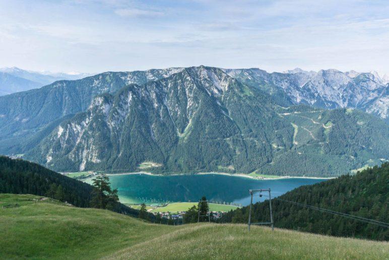 Der Ausblick von der Dalfazalm auf den Achensee und ins Karwendel