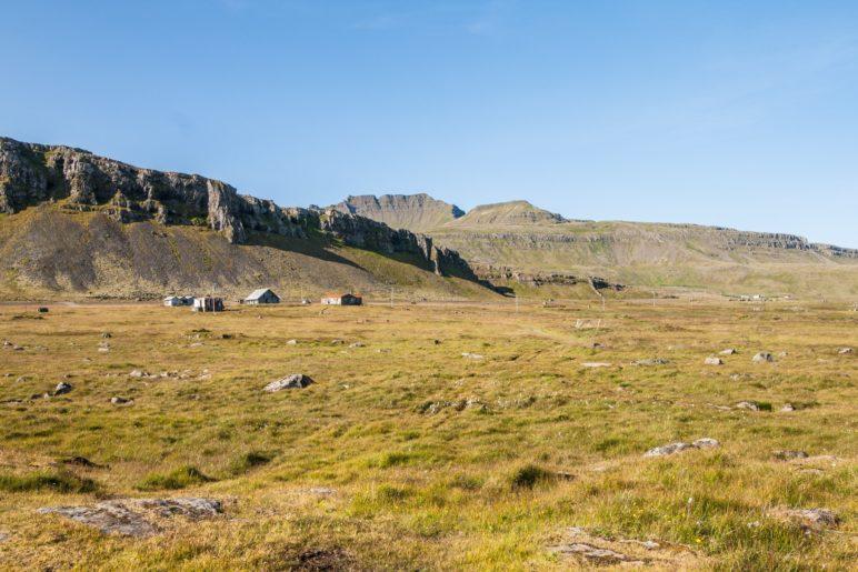 Die, offenbar verlassene, Farm neben dem Leuchtturm