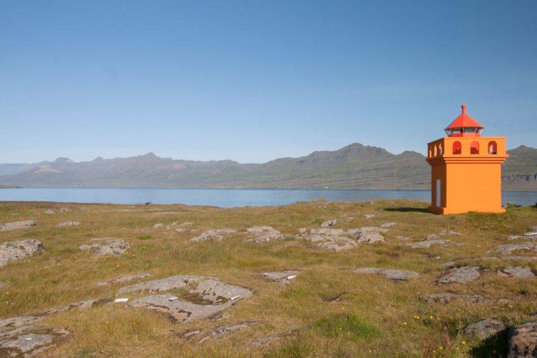 Nur der Leuchtturm und viel Landschaft