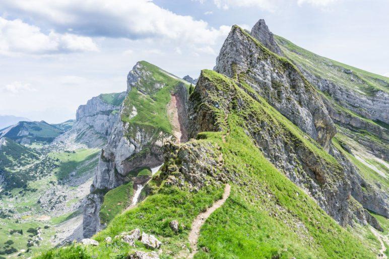Die Seilsicherungen zteigen den Verlauf des Spieljoch-Klettersteigs