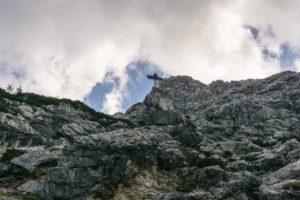 Oben schaut der Alpspix am Osterfelderkopf über den Rand