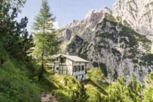 Wie gemalt: Knappenhäuser vor der Bergkulisse