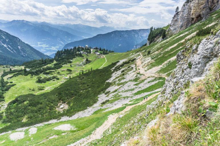 Der Weg im Abstieg vom Gschöllkopf zurück zur Mauritzalm und Erfurter Hütte