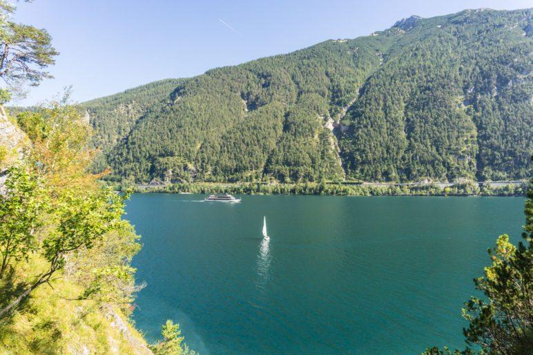 Blick über den Achensee auf das Rofan-Gebirge