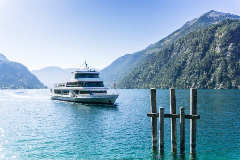 Stadt Innsbruck - mit einem der modernen Schiffe fahren wir nach Pertisau