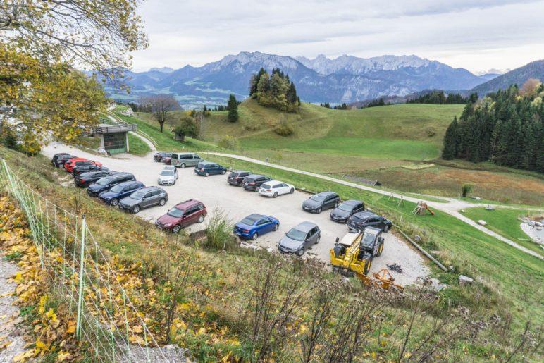 Der größere Parkplatz am Gasthof Bichlersee