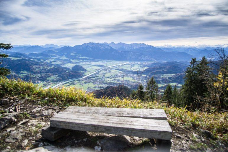 Der Blick vom Gipfel des Wildbarren auf das Inntal und zum Kaiser