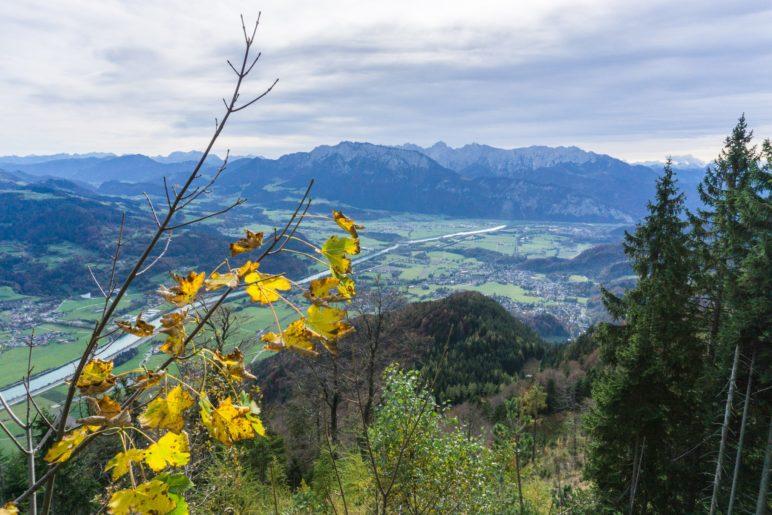 Ein Blick hinunter ins Inntal und zum Kaisergebirge