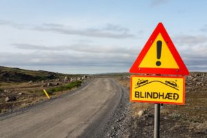 Blindhæð, Warnung vor einer Kuppe.