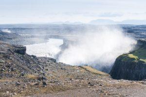 Man sieht, wo sich der Wasserfall befindet, auch wenn man ihn selbst nicht sieht. Links im Hintergrund ist die Gischt des Selfoss zu sehen.