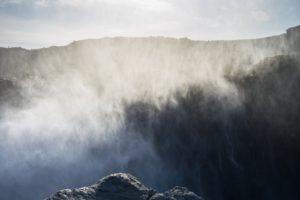 Aus den Nebelschwaden entstehen mystische Bilder