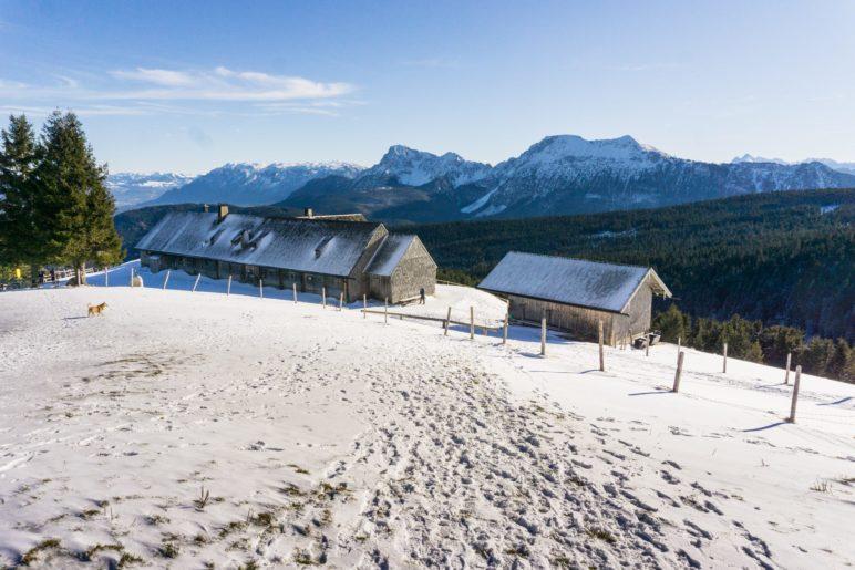 Die Stoißer Alm und das Panorama der Berchtesgadener Alpen