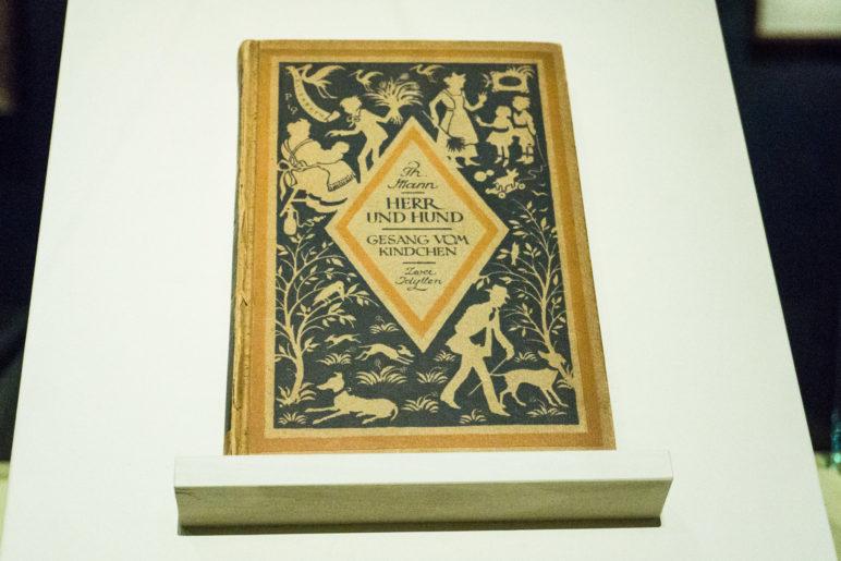 """Ein Exemplar der Erstausgabe von Thomas Manns  """"Herr und Hund"""""""
