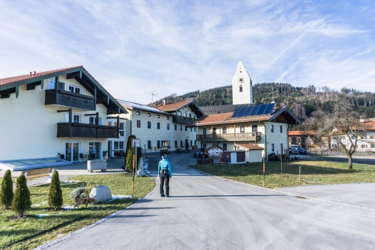 Ausgangspunkt unserer Wanderung auf den Dandlberg: Roßholzen am Samerberg