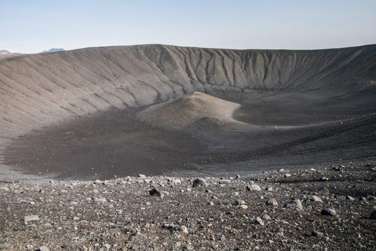 Der Blick ins Innere des Hverfjall. Ein Magmaloch sucht man vergebens, er ist kein Vulkan