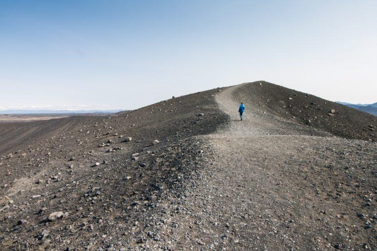 Auf dem Krater-Rundweg