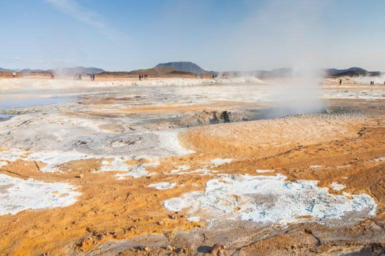 Im weitläufigen Hverir-Geothermiegebiet am Námafjall