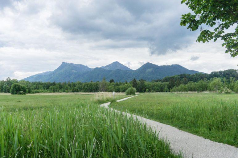 Bergblick am Bärnsee nahe Aschau im Chiemgau