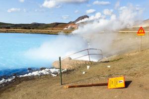 Am Austritt des heißen Wassers in den Blue Lake
