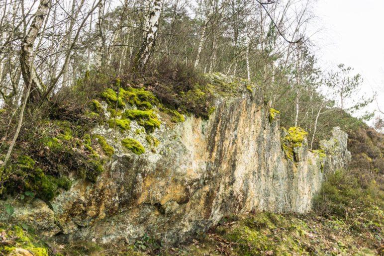 Zu Beginn sind die Felswände am Pfahl noch recht nedrig