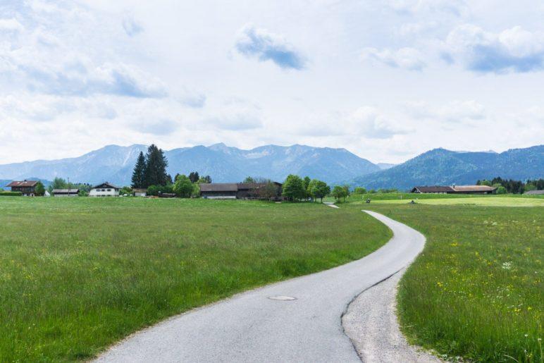 Blick auf die Berge des Mangfallgebirges in Richtung Spitzingsee