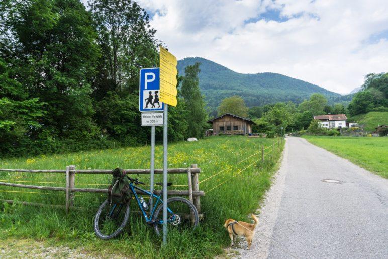 Am Beginn der Wanderung am Wanderparkplatz in Rottau