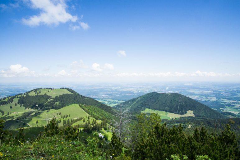 Der Blick ins Voralpenland über Farrenpoint und Sulzberg