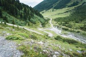 Die Serpentinen im Aufstiegsweg zur Adolf-Pichler-Hütte