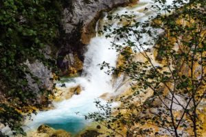 Am Karwendelbach-Wasserfall