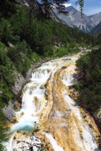 Am Wasserfall des Karwendelbachs