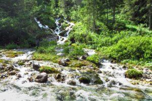 Ein kleiner Wasserfall an unserem Pausenplatz