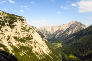 Morgensonne über dem Karwendeltal