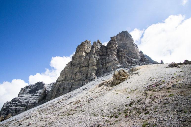 Die Schlicker Seespitze, mit 2804 Metern der höchste Berg der Kalkögel, steht direkt am Seejöchl