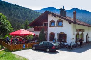 Am Gasthof Wiesenhof bei Scharnitz