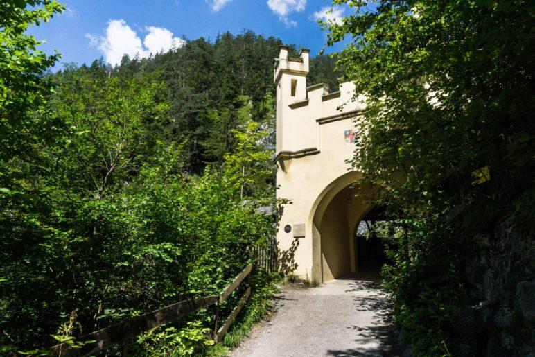 Das Portal der Hohen Brücke