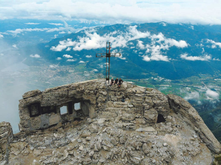 Ruinen im Gipfelbereich der Cima Vezzena - Foto: Jesse Raith