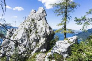 Noch ein paar Felsen, dann stehen wir am Gipfelkreuz vom Kleinen Schönberg