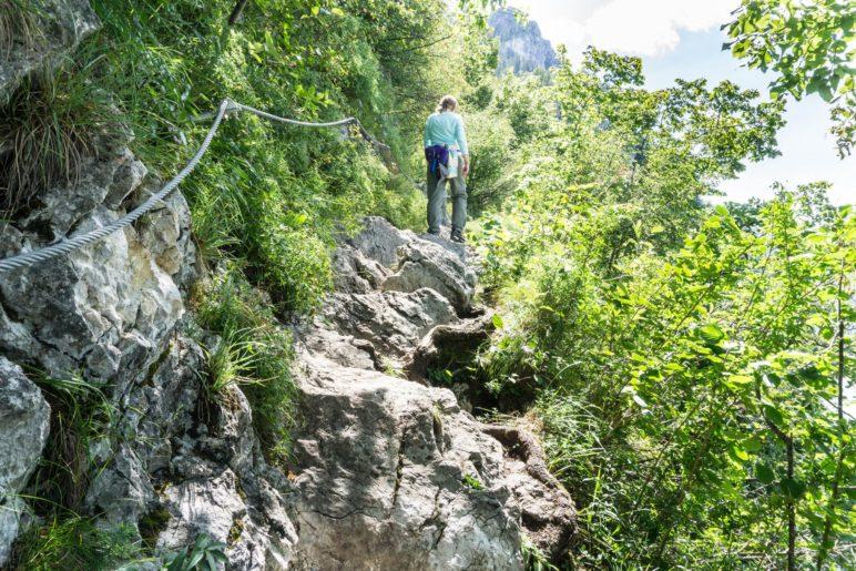 Einer der schmalen und felsigen Abschnitte auf dem Miesweg