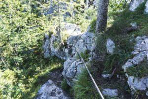 Seilversicherungen auf dem Weg zum Gipfelkreuz