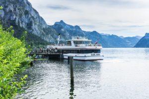 Eine schöne Möglichkeit, Berg und See zu verbinden: Die Anreise per Schiff