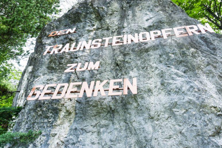 Der Gedenkstein für die Opfer des Traunsteins