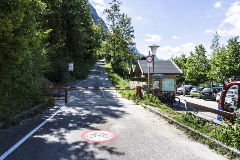 Über die Straße und durch die zwei Tunnel geht es schnell zur Lainaubrücke