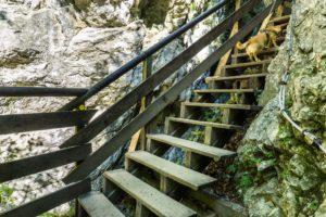 Nur eine der vielen Treppen in der Klamm
