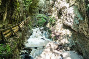 Wildes Wasser in der Wolfklamm bei Stans im Inntal