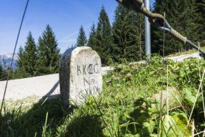Die Österreichische Seite des Grenzsteins auf dem Eckersattel