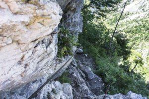 Am Seil hinab zur Felsquerung